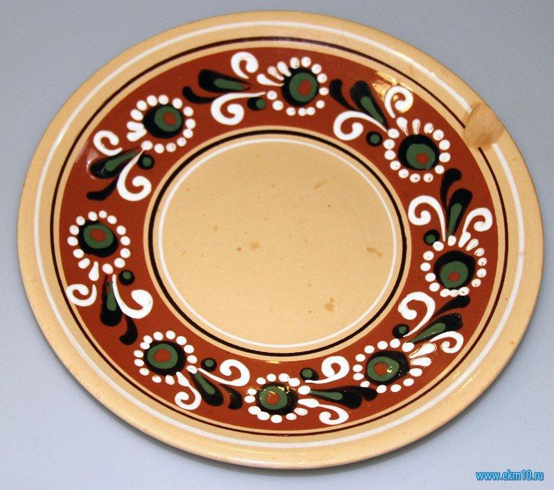 Тарелка с украинским национальным орнаментом