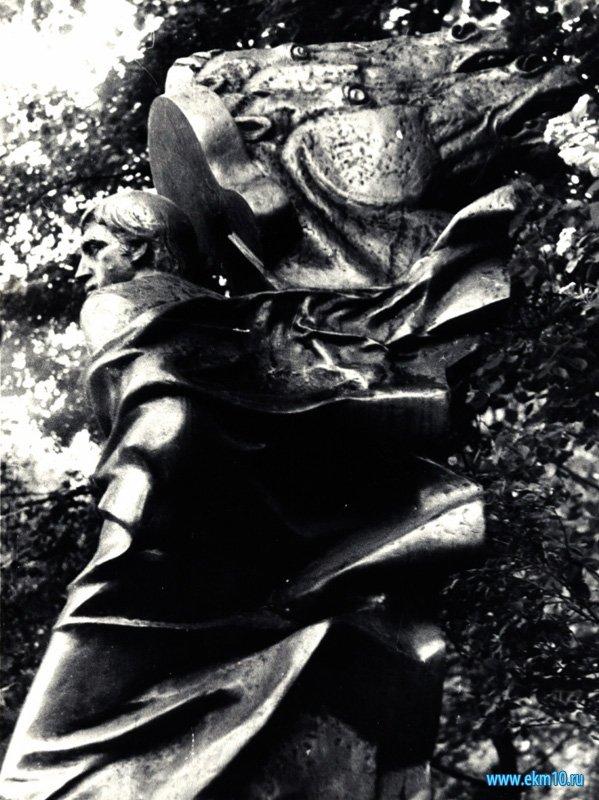 Памятник В.Высоцкому на Ваганьковском кладбище